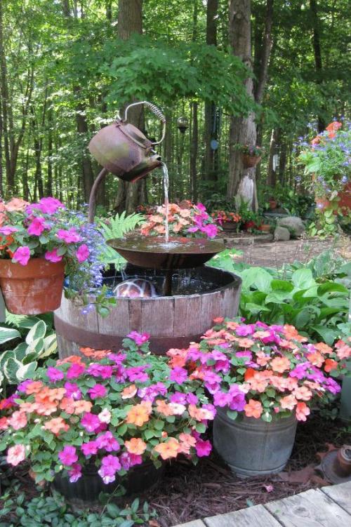 déco jardin fontaine coin vert et fleuri