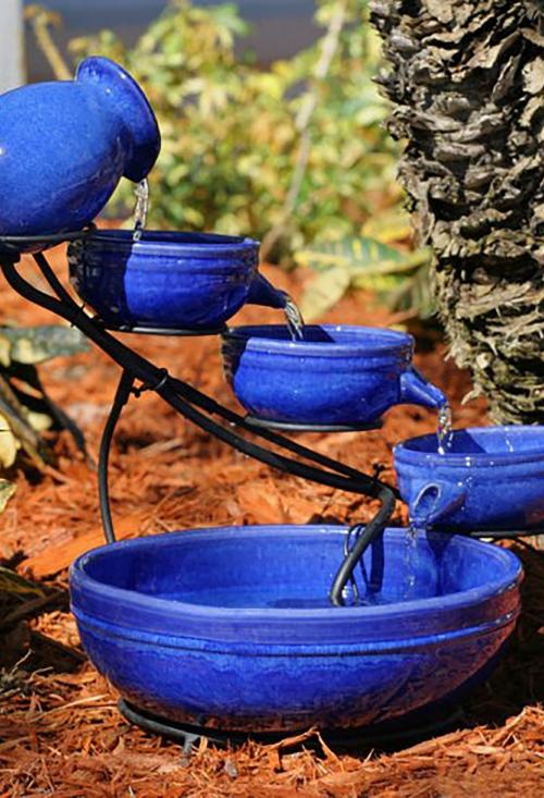 déco jardin fontaine jolie installation en bleu