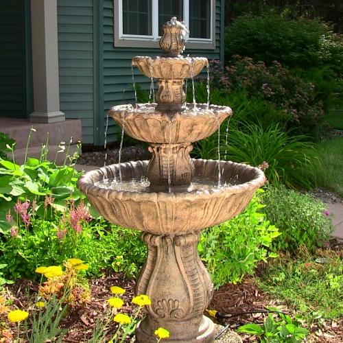 déco jardin fontaine style classique à trois niveaux