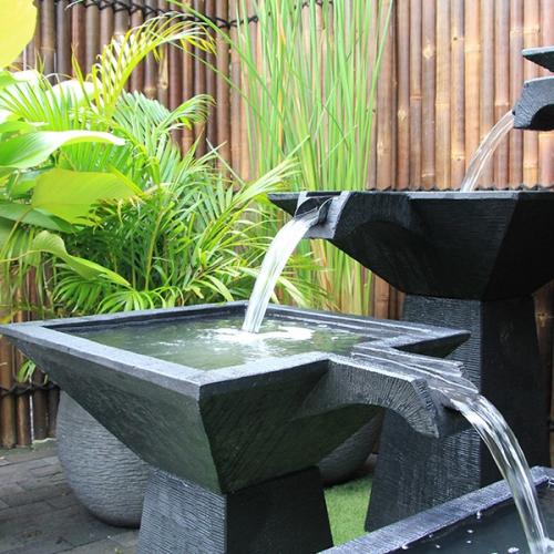 déco jardin fontaine style moderne en figures géométriques