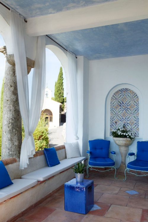 déco patio plafond peint en bleu