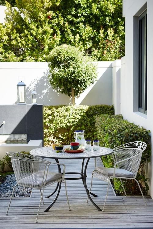 déco patio table de café chic et des chaises