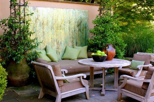 déco pour mur extérieur jardin en riche végétation