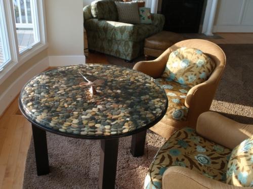 déco table ronde de salon bricolage avec des galets