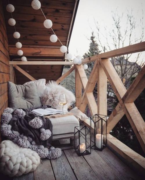 décoration balcon le bois est privilégié