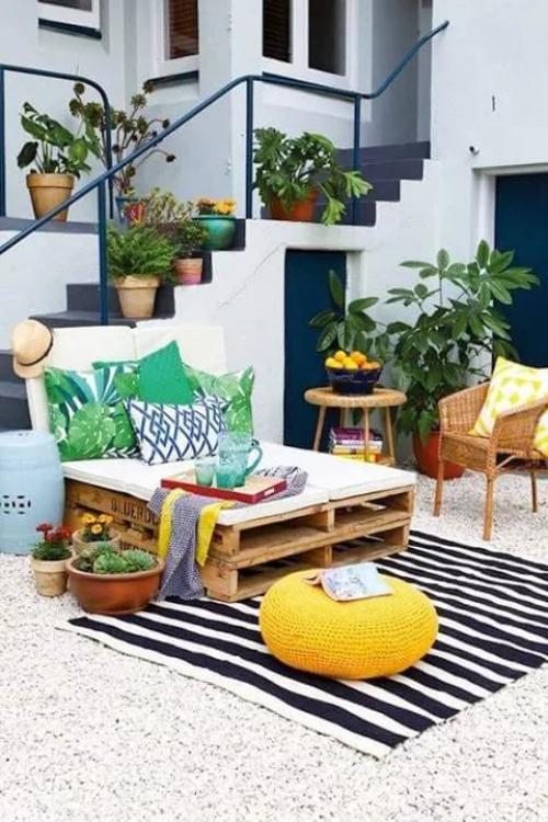 décoration balcon terrasse couverte de gravier