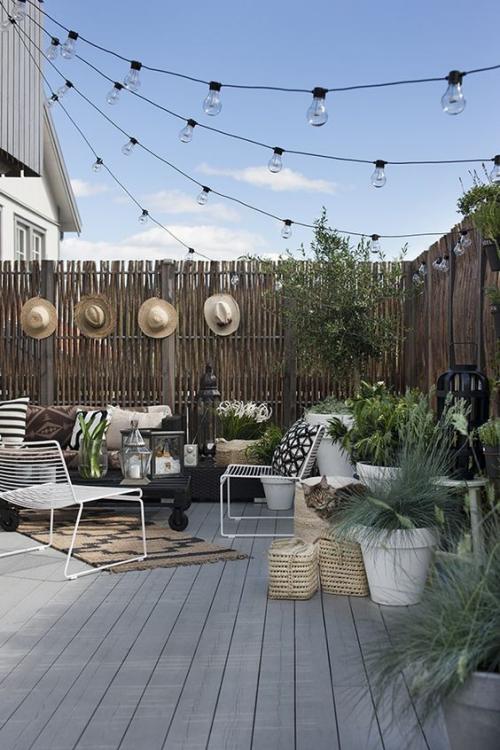 décoration extérieure coin-repos sur une terrasse