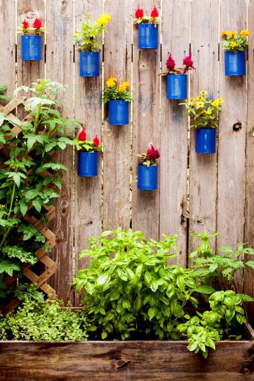 décoration jardinière extérieure clôture en plantes récupérées