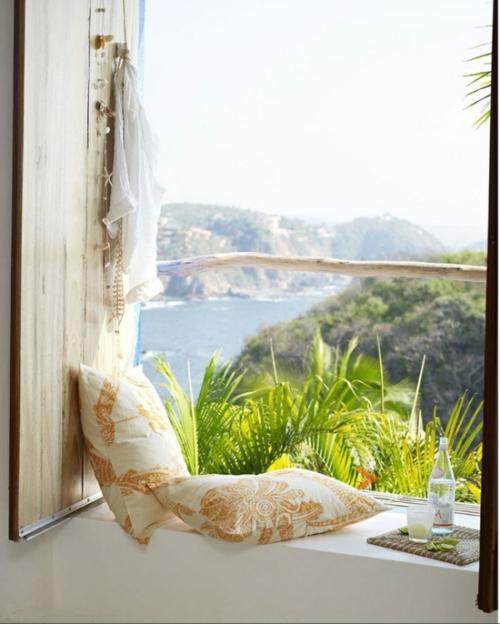 décoration petit balcon belle vue sur une baie