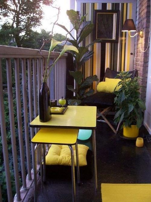 décoration petit balcon brise-vue en rayures