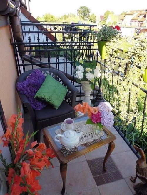 décoration petit balcon carrelage au sol