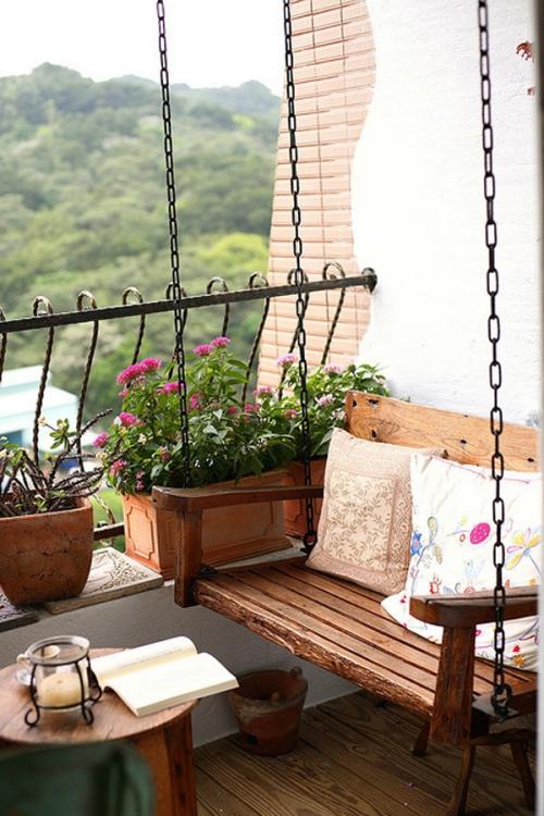 décoration petit balcon sol en planches de bois