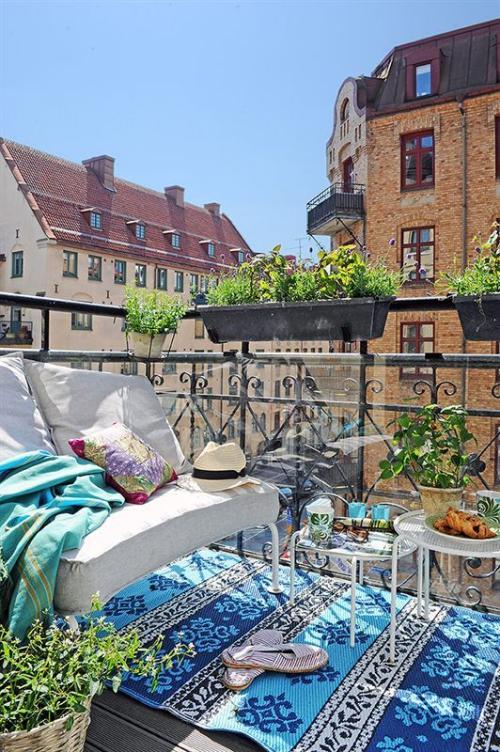 décoration petit balcon style scandinave