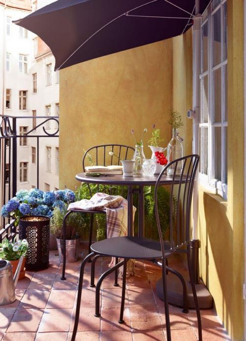 décoration petit balcon terrasse peinte en ocre