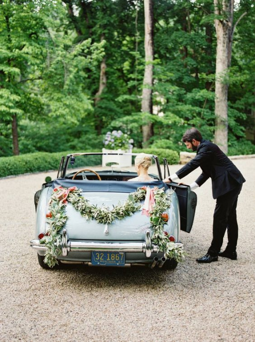 décoration voiture mariage la lettre M en feuilles vertes