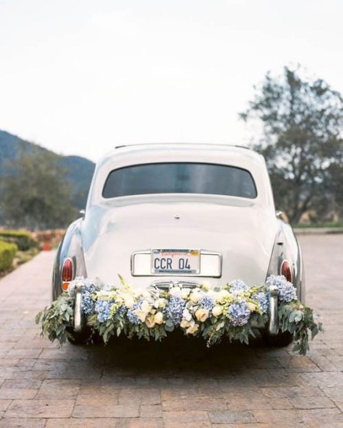 décoration voiture mariage pare-chocs de derrière décorés