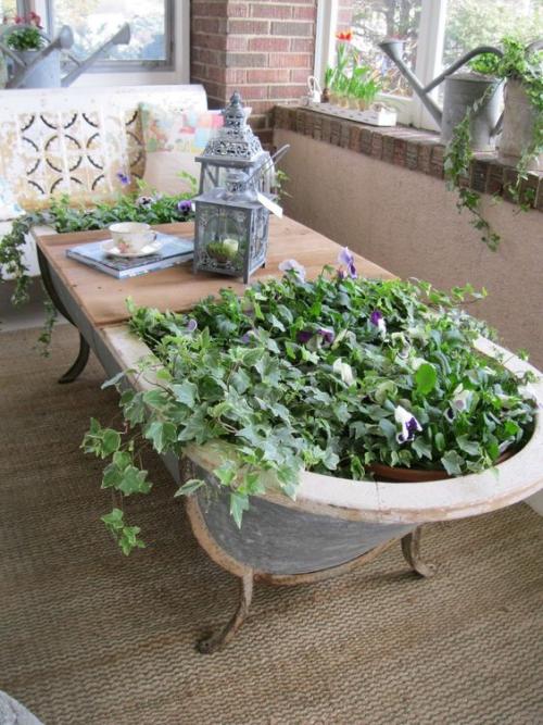 décorer le jardin avec objets de récupération baignoire en fer