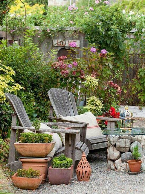 décorer le jardin avec objets de récupération coin de détente