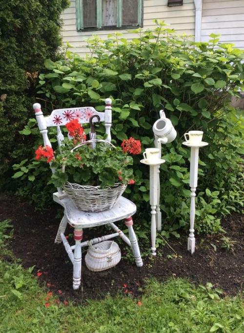 décorer le jardin avec objets de récupération drôle de coin de café