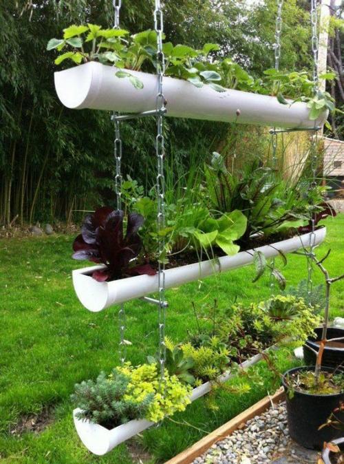 décorer le jardin avec objets de récupération jardinières à étages