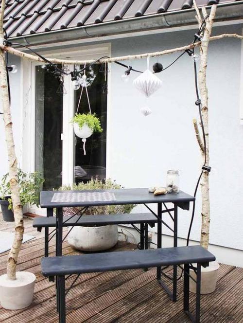décorer le jardin avec objets de récupération table et bancs