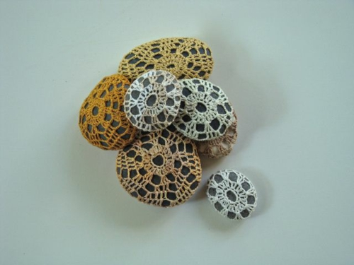 dentelle au crochet bricolage avec des galets
