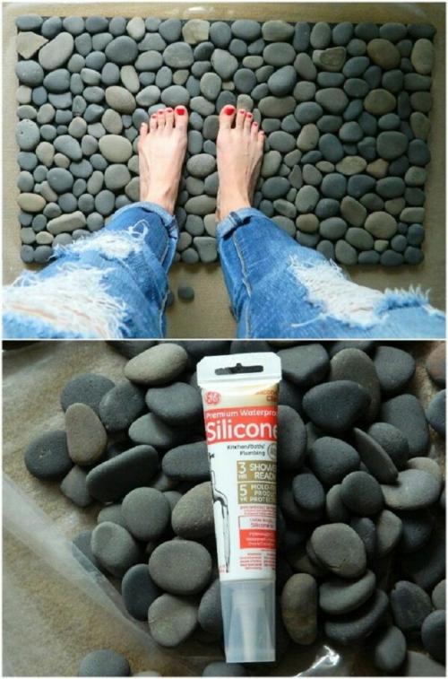 dit tapis de bain bricolage avec des galets