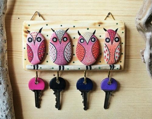 diy porte-clés mural bricolage avec des galets