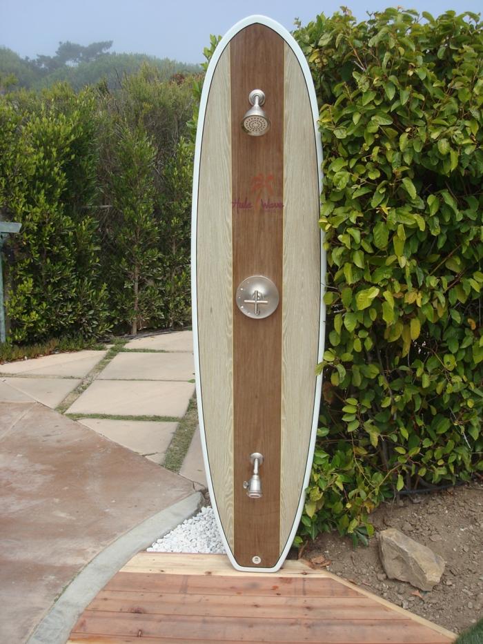 douche extérieure idée déco planche de surf