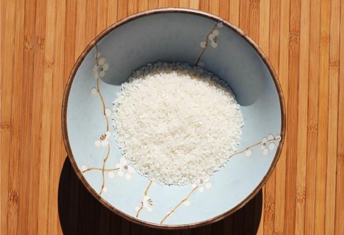 eau de riz visage dans un bol