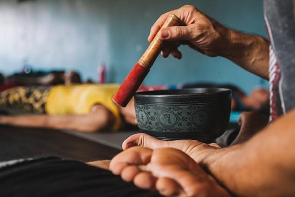 faire un bol tibétain chanter
