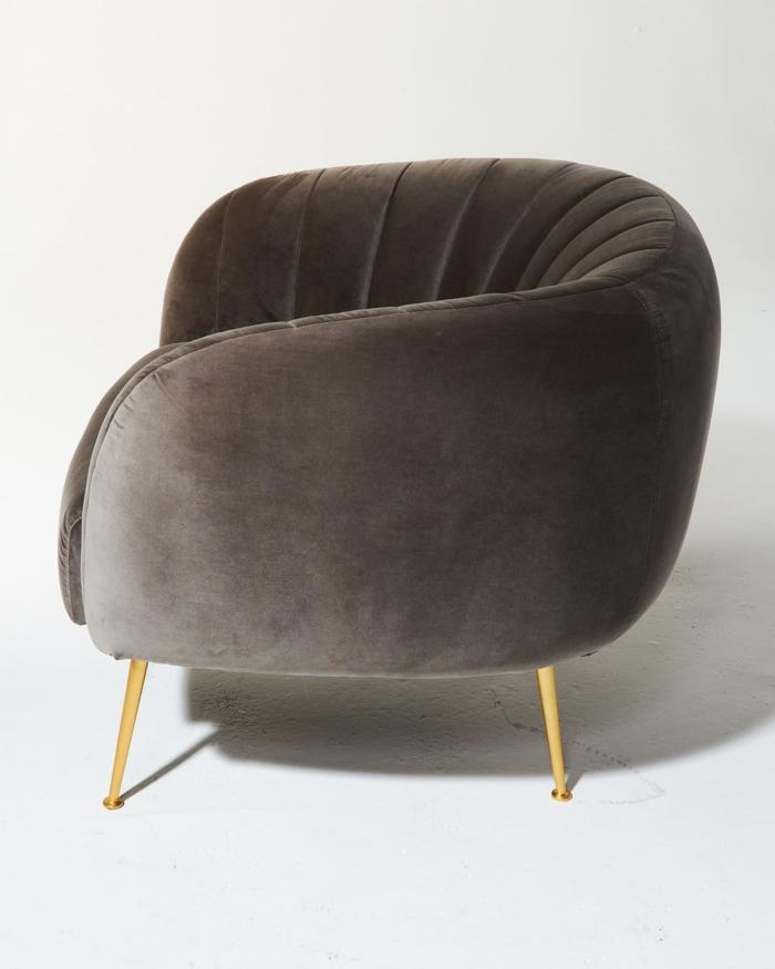 fauteuil tonneau velours couleur marron pieds métalliques