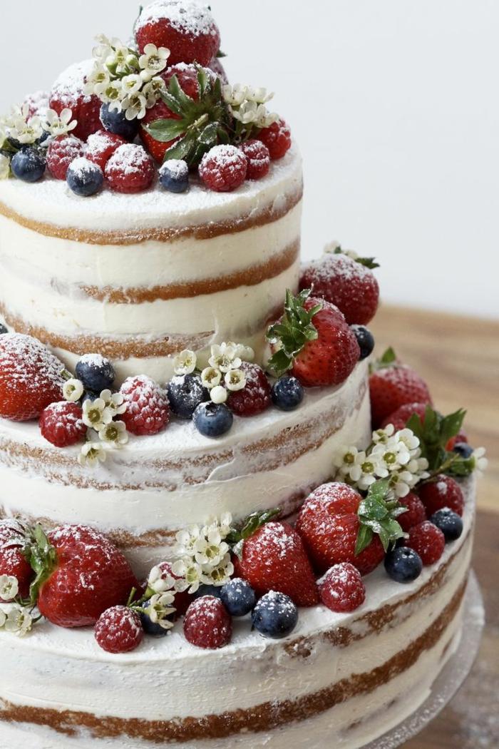 gâteau anniversaire déco avec des fruits et fleurs