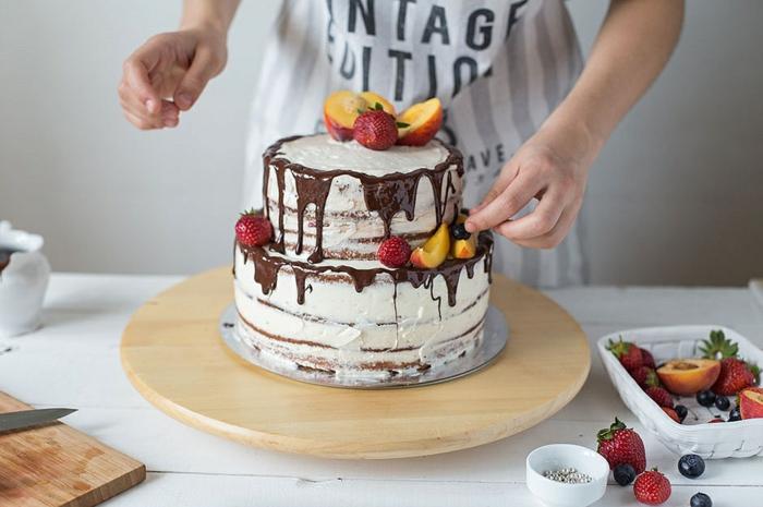 gâteau anniversaire nu deux niveaux