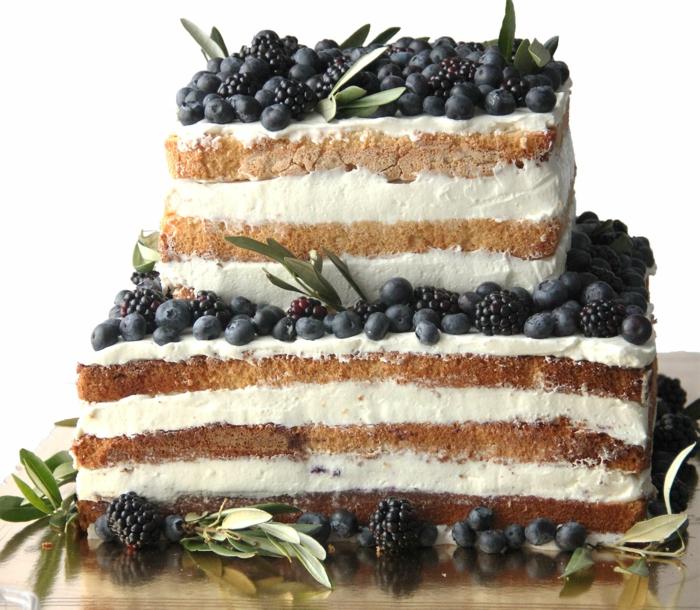 gâteau anniversaire nu en forme carrée