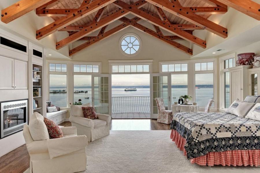 grande chambre couleur blanc crème plafond poutre apparente