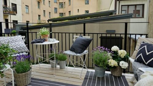 idée barrière balcon meubles en fer pliables