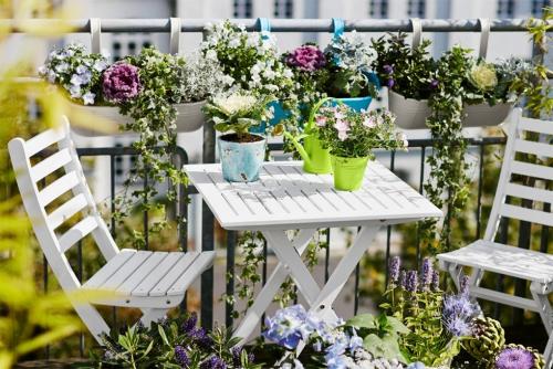 idée barrière balcon table et chaises pliantes