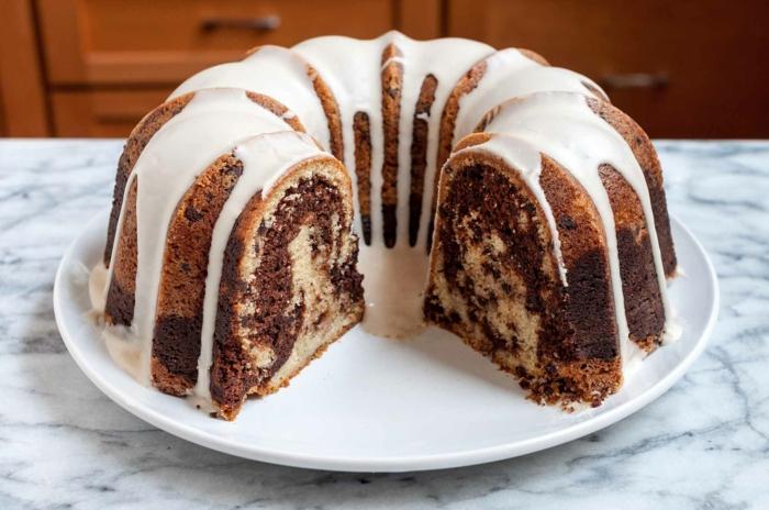 idée comment décorer le gâteau marbré