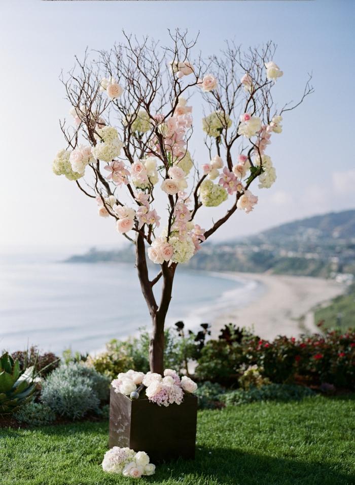 idée comment décorer un arbre à voeux mariage
