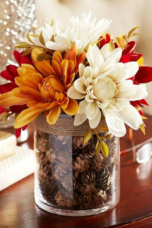 idée déco automne à faire soi-même vase fleurs automnales pommes de pin