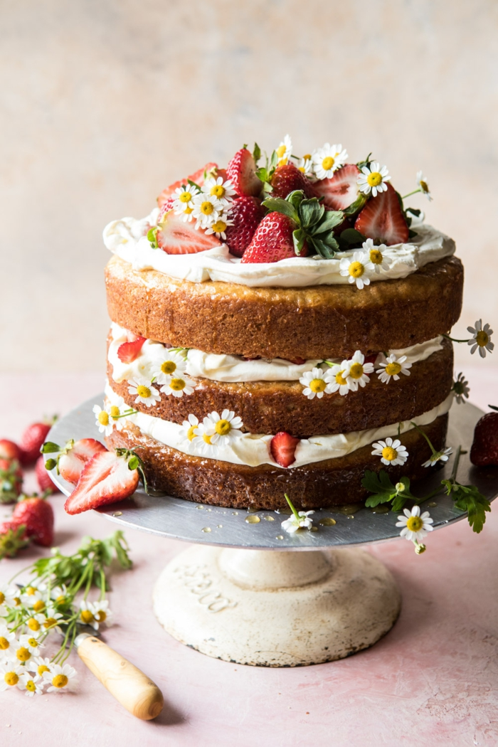 idée décoration avec des fruits pour un gâteau anniversaire