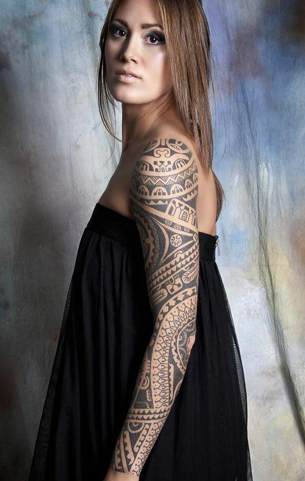 idée de tatouage maorie sur le bras femme