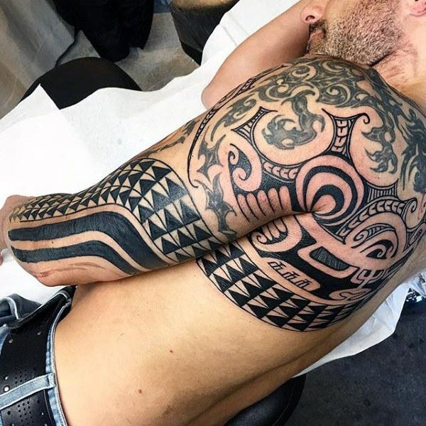 idée tatouage homme moderne tatouage maorie
