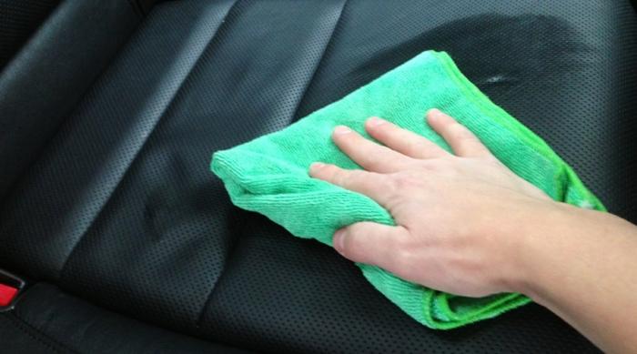idées comment nettoyer des sièges de voiture
