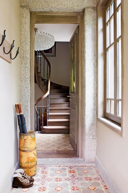 idées déco entrée escalier en colimaçon