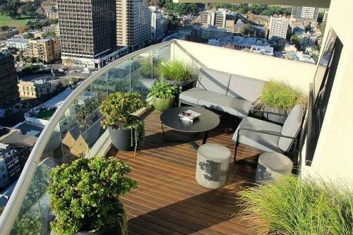 jardinière balcon belle vue d'une terrasse ouverte