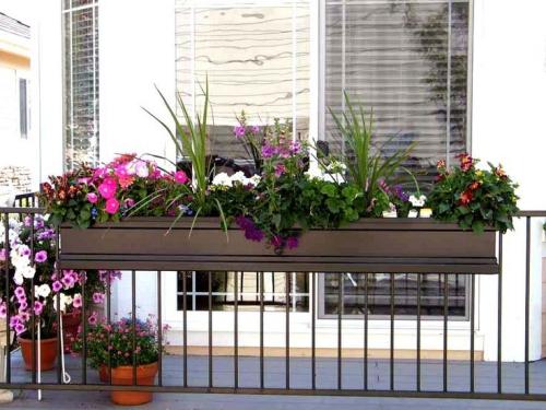 jardinière balcon le bois est un matériau préféré