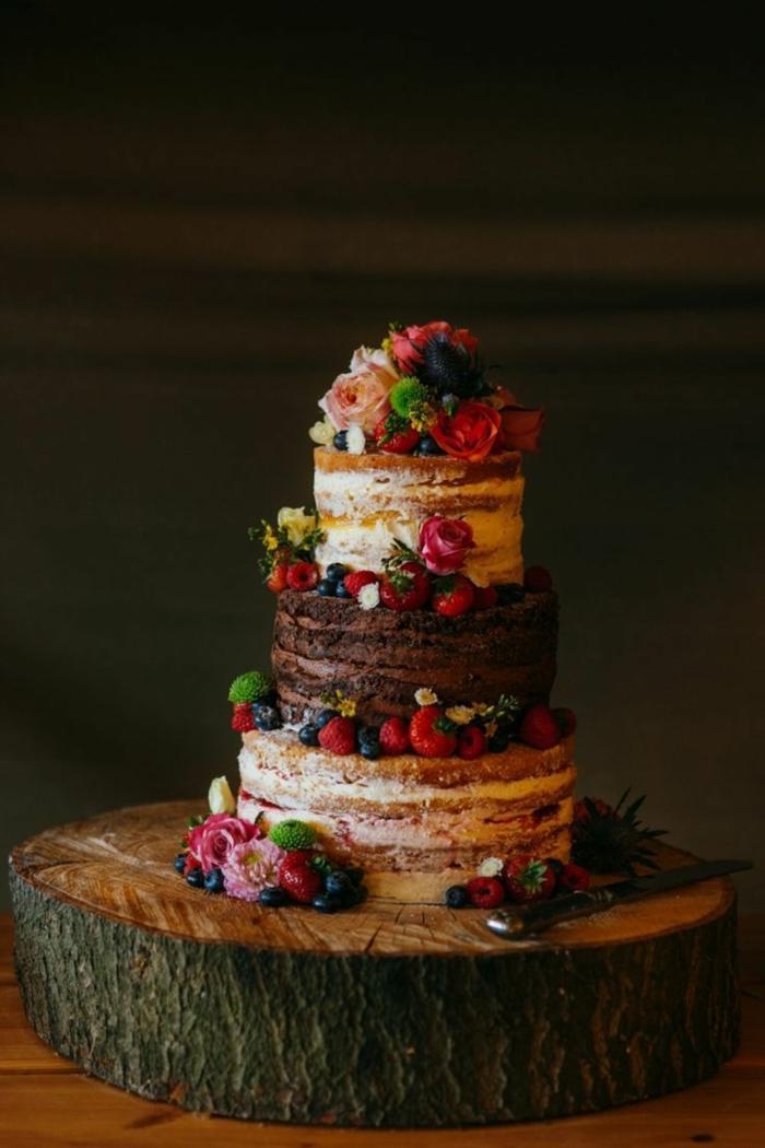 joli gâteau anniversaire nu
