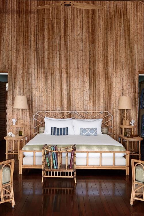 maison de plage en bambou mur très haut